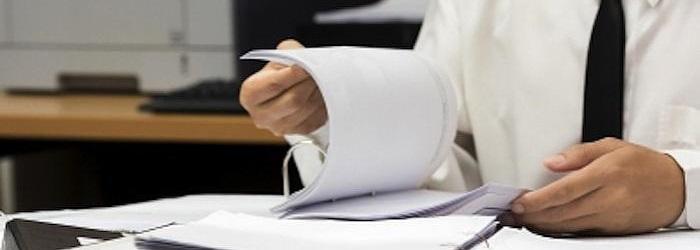 95698a34ea1a8d ... ciągle jeszcze trafiają się urzędnicy z poprzedniej epoki, a  biurokratyczne, sztywne reguły sprawiają, że na samą myśl o wizycie w  urzędzie, ...